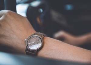 ZARTHOLZ Herren Damen Holz-Armbanduhr Holz-uhr Klassik 40mm aus Walnussholz Naturholz mit Holzarmband handgefertigt Naturprodukt Braun Silber ZH006 -