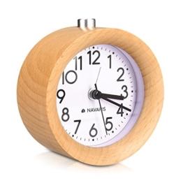 Navaris Analog Holz Wecker mit Snooze - Retro Uhr mit Ziffernblatt Alarm Licht - Leise Vintage Wood Tischuhr ohne Ticken - Naturholz in Hellbraun - 1