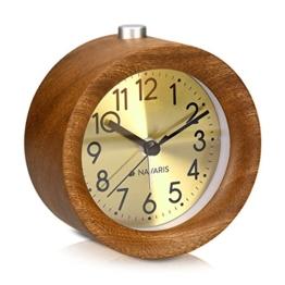 Navaris Analog Holz Wecker mit Snooze - Retro Uhr Rund mit Ziffernblatt in Gold Alarm Licht - Leise Tischuhr ohne Ticken - Naturholz in Dunkelbraun - 1