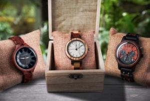 Holzhütte Uhren